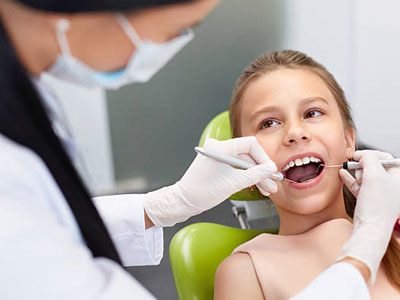Desert-Dental--Specialists-young-girl-dental-exam-photo-03